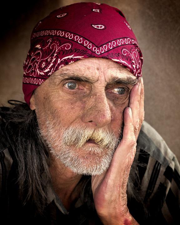 homeless-845711_960_720